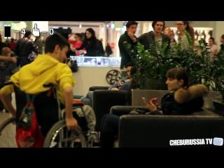 Отношение девушек к инвалидам / Picking up girls on a wheelchair social experiment