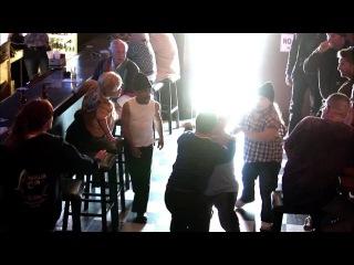 Карлики устроили беспредел в баре