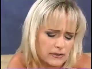 Ролик где болтливой блондинке заткнули рот членом — photo 10