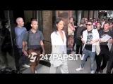Рианна покидает показ бренда Edun Нью-Йорк