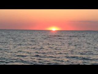 Достучаться до небес - стоишь на берегу и чувствуешь соленый запах ветра что веет с моря...