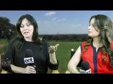Шеннен Доэрти и Холли Мари Комбз на интервью для Entertainment Scoop (2015)