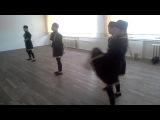 Экшен  девочки 12 лет танцуют лезгинку лучше парней. репетиция за неделю