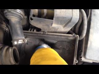 Замена воздушного фильтра двигателя в Ford Mondeo 4
