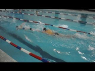 Костя с сыном. Заплыв на 25 метров.