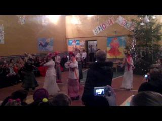 танец на новый год от 9 и 11 класса