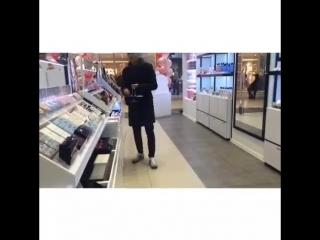 Queex- Когда парень ищет девушке подарок на 14 февраля