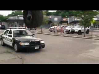 """Отрывок из фильма """"Одноклассники 2"""" / Полет в колесе. """"Я следующий!"""" filmCUT"""