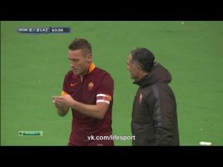 Селфи Францеско Тотти после забитого гола в ворота Лацио