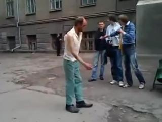 И бомжам не чужды танцы!
