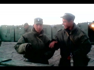 Армейские приколы пацан читает реп на английском)) 50cent p.i.m.p.