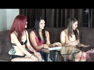 Лесбиянки играют на раздевание