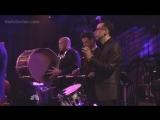 На передачи Saturday Night Live Майли исполнила кавер на песню Пола Саймона 50 Ways to Leave Your Lover.