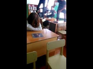 Когда учитель вышел из класса