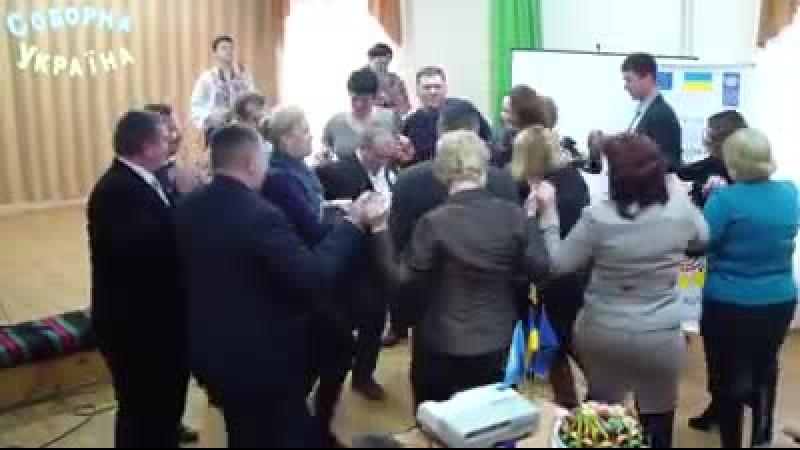 Танец дружбы - представители общин Украины и Молдовы, с. Довжок, Ямпольского района, ознакомительный визит в рамках сотрудничест