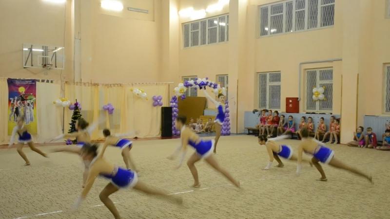 Выступление на новый год в школе 2014