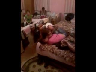 Жестокая молодежь! (В видео присутствуют сцены насилия) (18+)