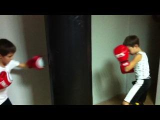 Fight club MaximuS Киев. Маленькие, но уже такие трудолюбивые и целеустремленные.