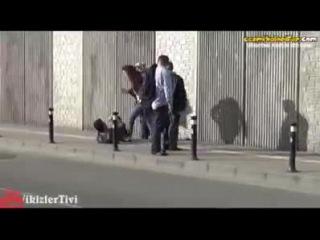 Bir sosyal test yapilmis Tr sokaklarinda..Erkek kadina siddet uygulayinca olmasi gereken oluyor daaa,ya tam tersi durumda