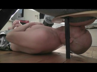 домашнее порно лижет зад