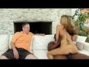 Муж рогоносец смотрит как его пьяную жену трахает негр с большим болтом