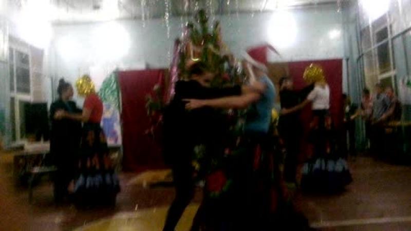 Танец 9 класса на Новый год)
