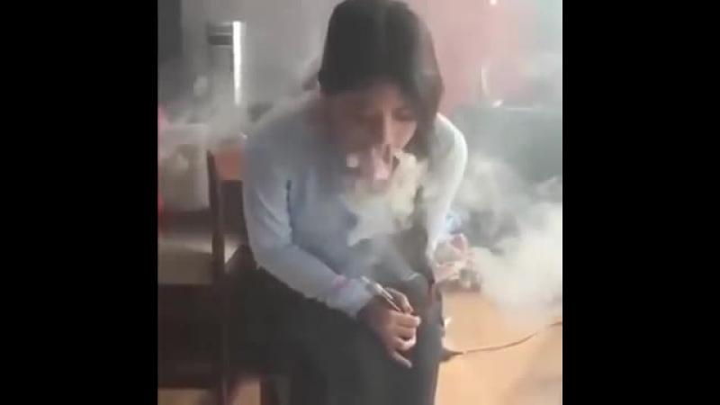 девушка курит кальян ВОТ ЭТО ЧЕТКО_X