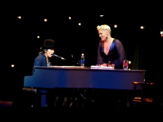 2014: P!NK feat. Linda Perry — «What's Going On» (live @ «The Power of Pink»)