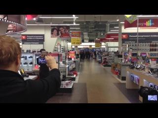 Флешмоб в магазине М-Видео - Ярослав Сумишевский, Алёна Веденина и хор