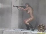 Veronika Zemanova с оружием