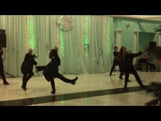 Танец команды Мигеля. Выступление на новогоднем вечере.