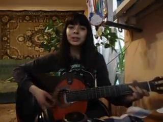 Песня под гитару-Тихо спит моя любовь.