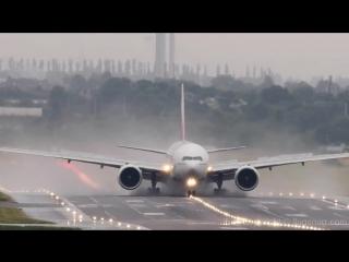 Wake vortex. Emirates B-777