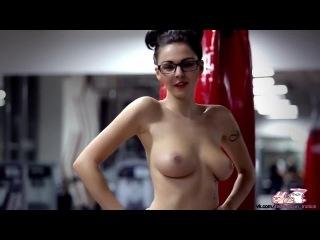 Фотосессия в зале спортзал фитоняшки сиськи попки секс booty pussy ass, спорт эротика красивое тело сексуально порно секс playbo