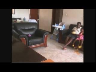 Шок няня избивает ребенка, потом следует месть отца