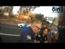 Мотоцклист с помощью ножа спасает девушку голову которой зажало в машине ремнём безопасности Motorcyclist rescues girl from car