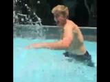 Когда на тебя брызгают водой (6 sec)