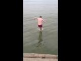 прыгать с пирса была плохая идея!!!ахахаха