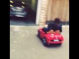 Саша катает няню Джанис на машине