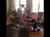 호주의 여배우, 테레사 팔머와 그의 아들을 부산 해운대의 한 스튜디오에서. 엄마를 향해 다가가는 7개월된 아들. so lovely❤️ #슈어11월호커버걸 #테레사팔머