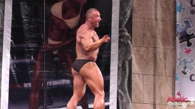 видео ролик про мужчин качков танцуют