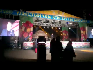 жас әншіміз Ержан Кенесов кешегі наурыз мерекесіне арналған концертте Дос болып қал әнімен, қараймыз, #тамашалаймыз