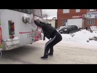 Как бесплатно прокатиться на троллейбусе?