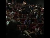 Реакция людей в кинотеатре, когда к ним на сеанс зашел Тайриз.