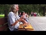 Александр Субботин (Любослав) играет на гуслях и поёт душевно.