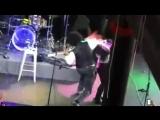 Инцидент с девушкой на сцене