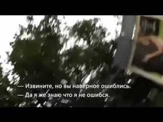 Придурки лапают девушку в Москве