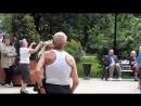 ржачные танцующие пенсионеры и веселая песня пенсионерки-ищу мужа.позитивное видео