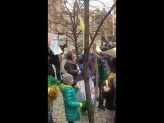 Танцоры пикетируют здание Министерства юстиции Украины