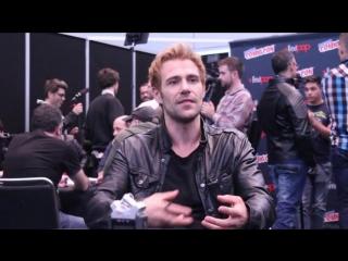 Matt ryan, new york comic con 2014/мэтт райан дает интервью  на комик коне в нью-йорке